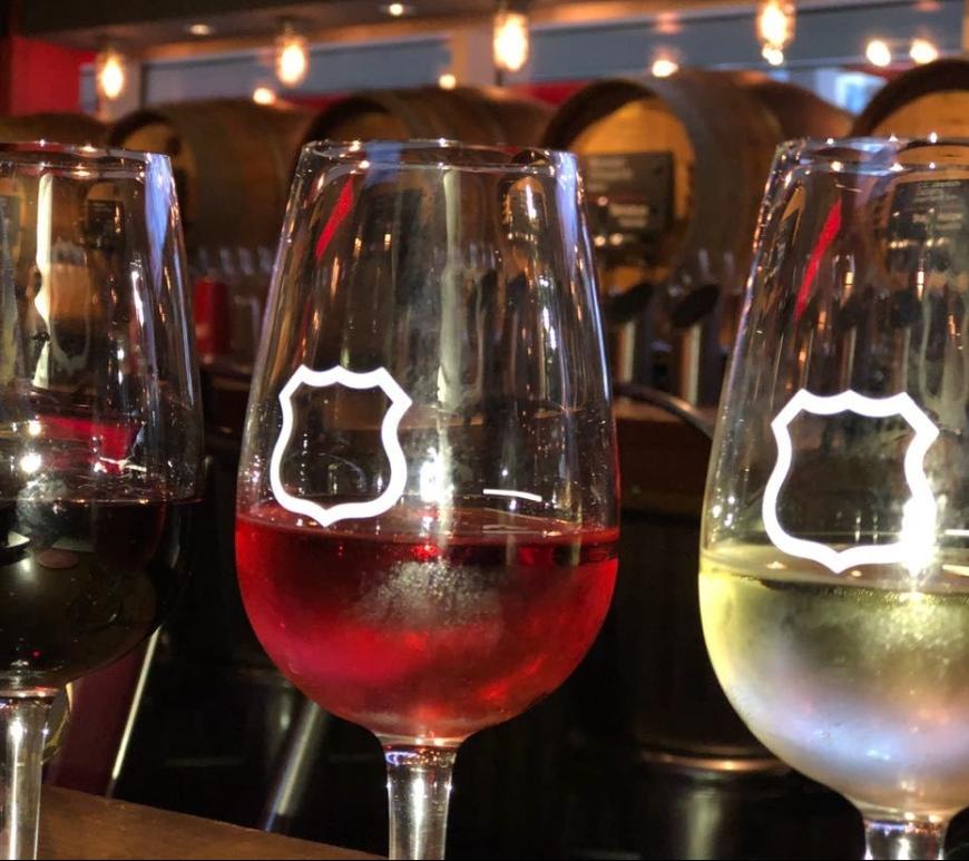 Degustação de vinhos Tap and Barrel Vancouver, tinto, rose e branco.