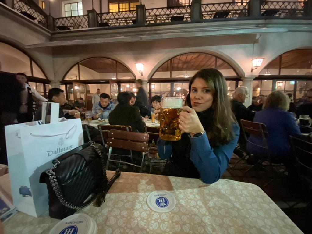 Cerveja alemã na Hofbrauhaus