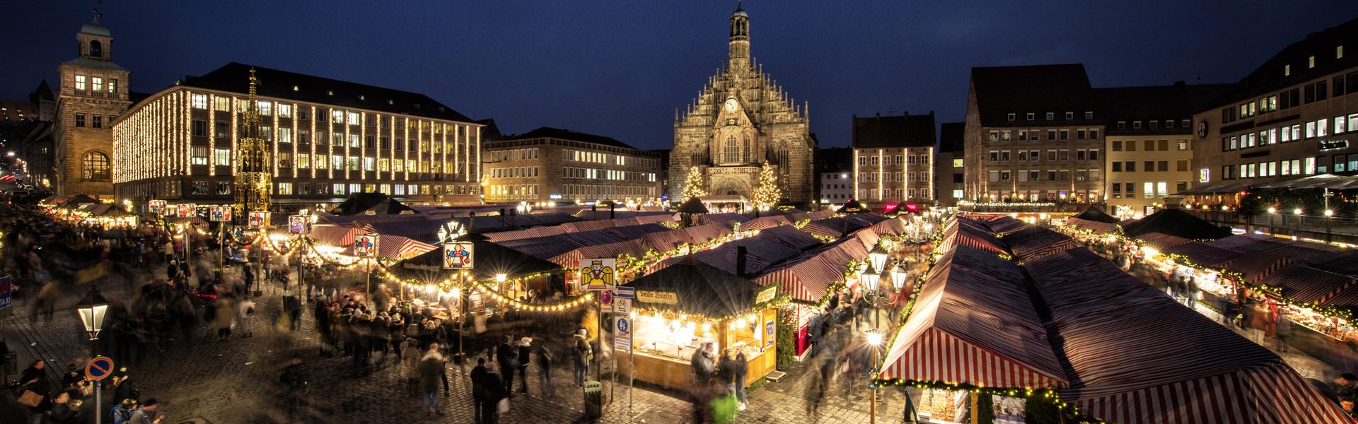 foto oficial do mercado de natal em nuremberg https://tourismus.nuernberg.de/en/experience/christkindlesmarkt/